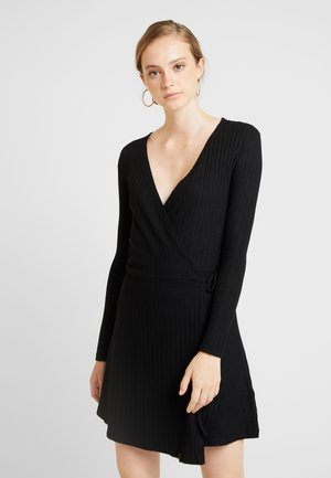 WRAP DRESS - Pletené šaty - black