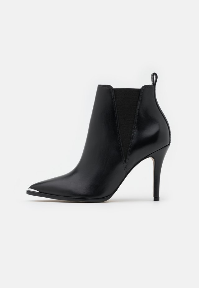 VOTEFI - Kotníková obuv na vysokém podpatku - noir