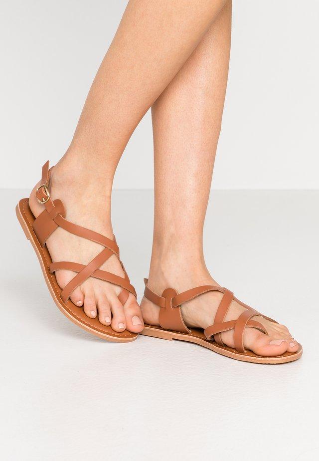 WIDE FIT JAMIE GLADIATOR - Sandalias de dedo - tan