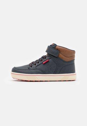 HOUSTON MID - Sneakersy wysokie - navy/cognac