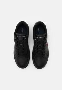 Tommy Hilfiger - ESSENTIAL CUPSOLE - Sneakersy niskie - black - 3