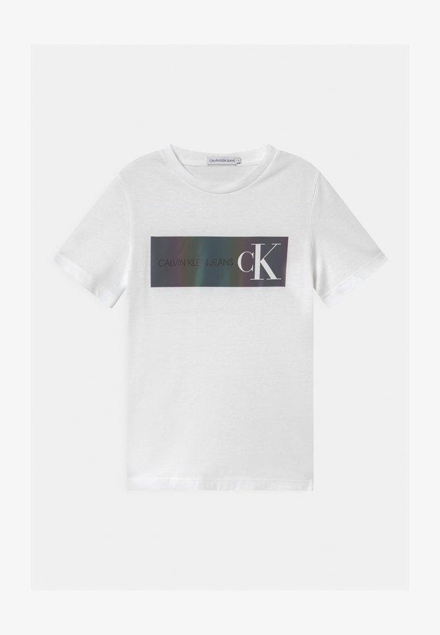 REFLECTIVE LOGO  - T-shirts print - white