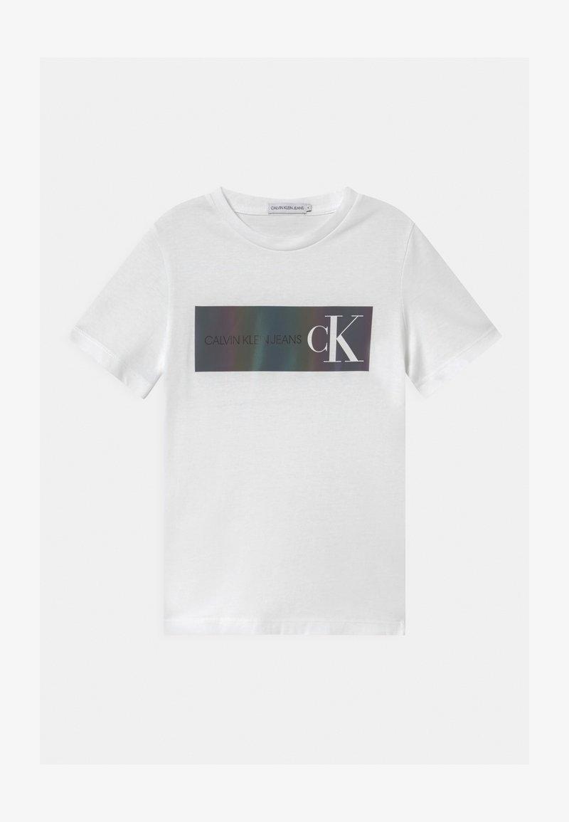 Calvin Klein Jeans - REFLECTIVE LOGO  - T-shirt imprimé - white