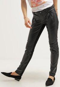 Gestuz - ADA - Leather trousers - black - 3