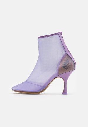 Kotníková obuv na vysokém podpatku - lavender frost