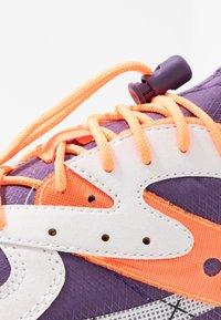 Saucony - AYA - Matalavartiset tennarit - white/purple/orange - 5