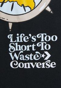 Converse - RENEW TEE UNISEX - Print T-shirt - black - 2