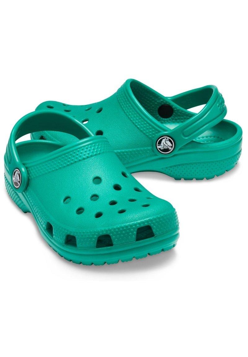 Crocs - Klapki - grün