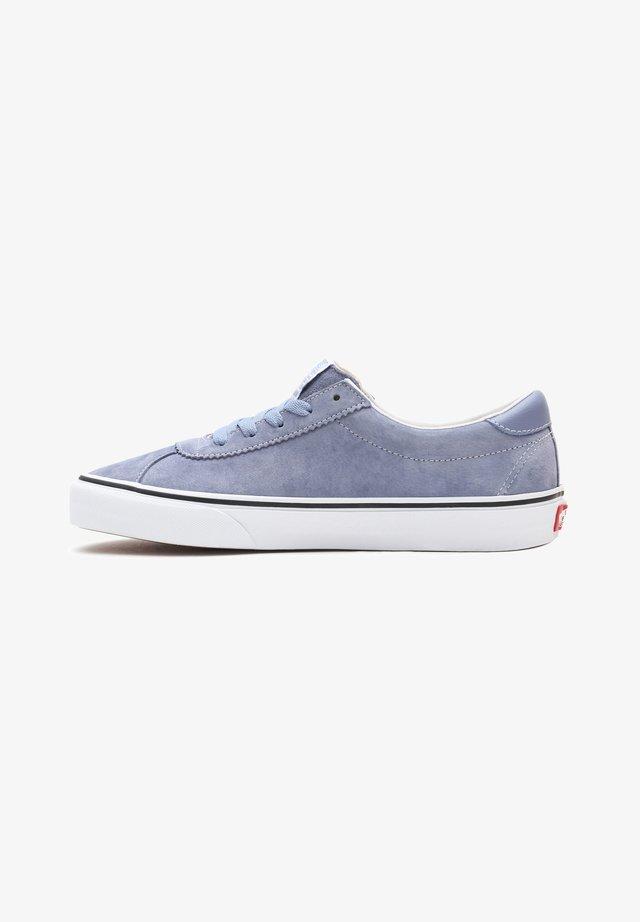 UA VANS SPORT - Sneakers laag - tempest blue/true white