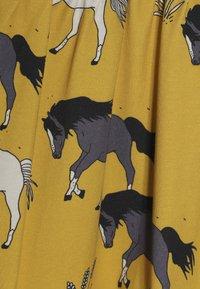 Walkiddy - Žerzejové šaty - dark yellow - 4
