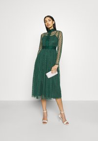 Lace & Beads - ROMANLOLA MIDI - Cocktail dress / Party dress - emerald green - 1