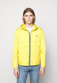 Polo Ralph Lauren - BELPORT HOODED - Tunn jacka - signal yellow - 0