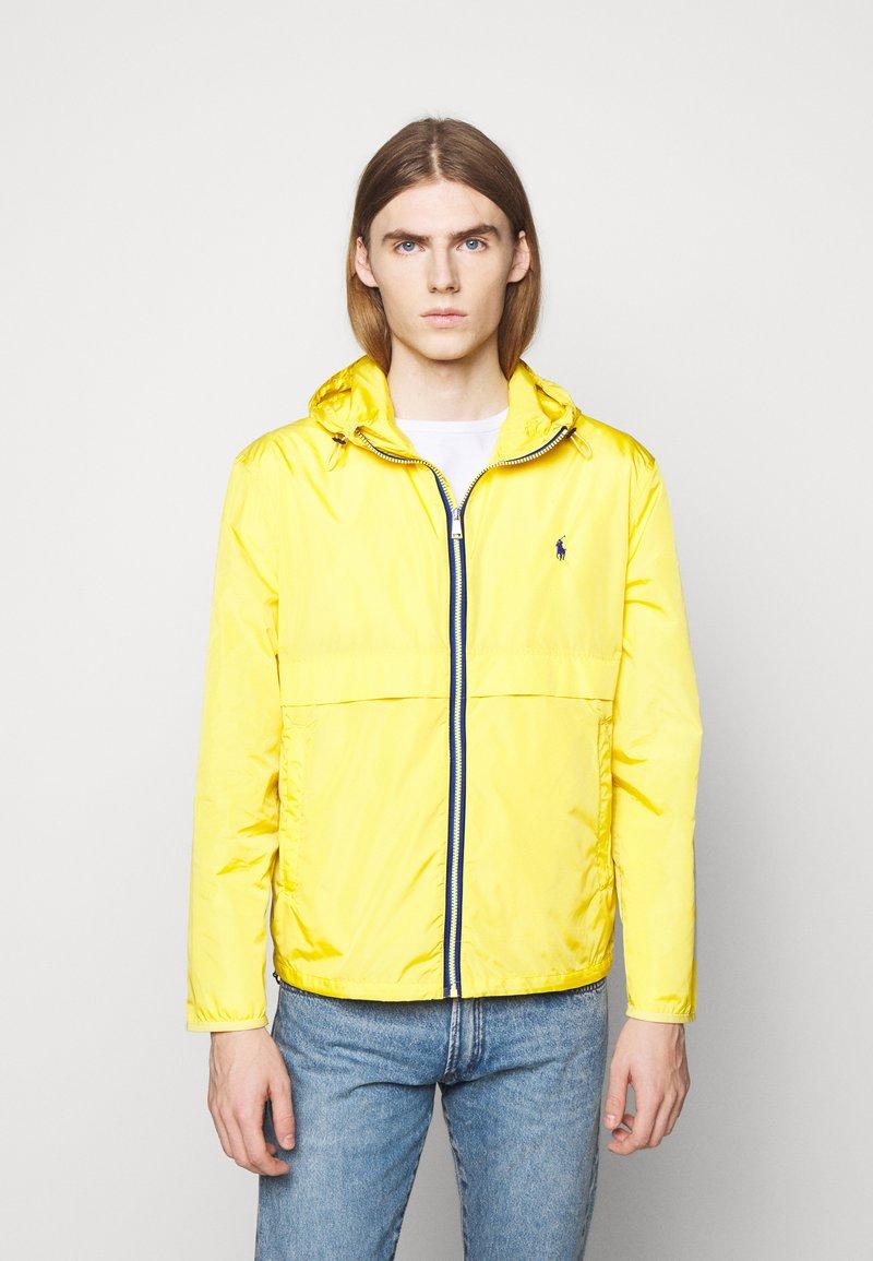 Polo Ralph Lauren - BELPORT HOODED - Tunn jacka - signal yellow