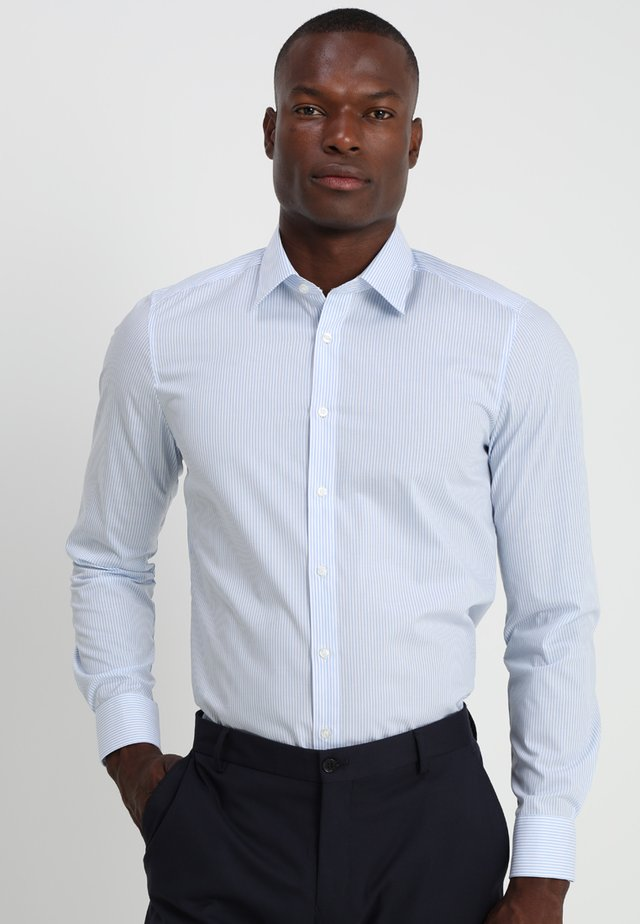 OLYMP LEVEL 5 BODY FIT  - Camicia elegante - light blue