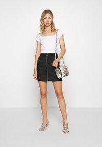 Vero Moda - VMDONNAZIPPER - Mini skirt - black - 1