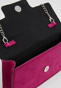 Dorothy Perkins - BROACH - Clutches - magenta - 4