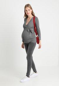 MAMALICIOUS - MLLOLA - Jeans Skinny Fit - grey denim - 1