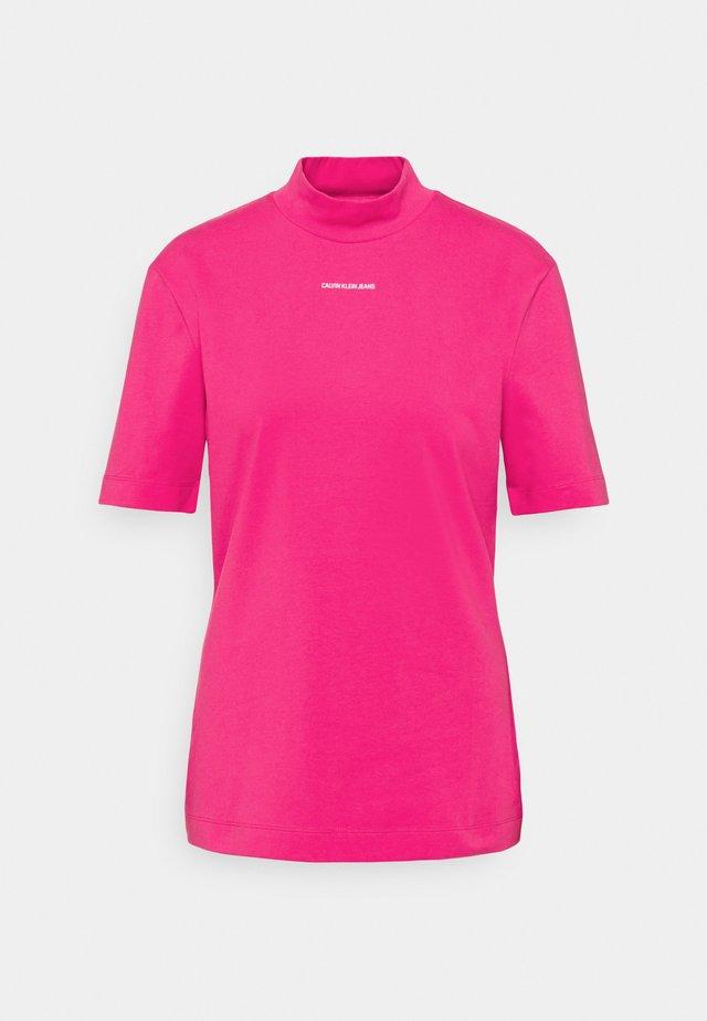 MICRO BRANDING STRETCH MOCK NECK - Triko spotiskem - party pink