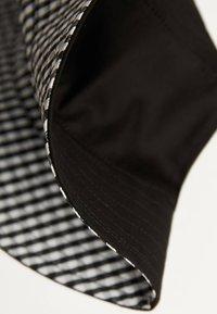 Bershka - ZUM WENDEN  - Hat - black - 4