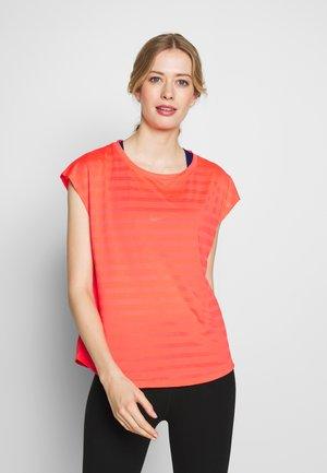 T-shirt med print - coral