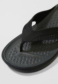 Crocs - CROCS LITERIDE - Sandály do bazénu - black/slate grey - 5