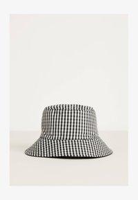 Bershka - ZUM WENDEN  - Hat - black - 2