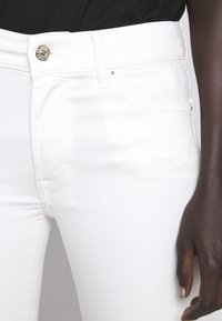 7 for all mankind - CROPPED UNROLLED - Flared Jeans - ecru - 5