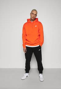 Nike Sportswear - CLUB HOODIE - Felpa con cappuccio - electro orange - 1