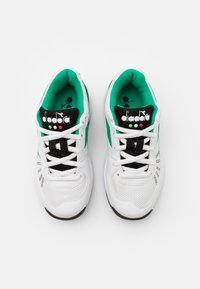 Diadora - S. CHALLENGE 3 JR UNISEX - Multicourt tennis shoes - white/holly green/black - 3