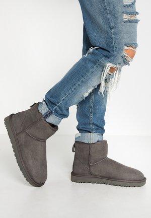 CLASSIC MINI II - Støvletter - grey