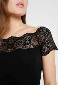 Pieces - PCSIE - T-shirt med print - black - 5