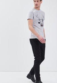 BONOBO Jeans - UMWELTFREUNDLICHE - Chinos - black - 3