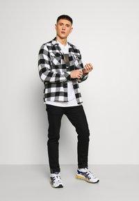 New Look - SWIPE RIGHT TEE - T-Shirt print - white - 1