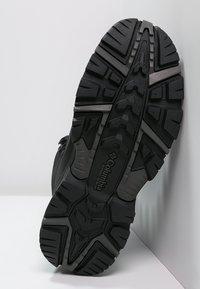 Columbia - BUGABOOT PLUS III OMNI-HEAT - Winter boots - black/charcoal - 4