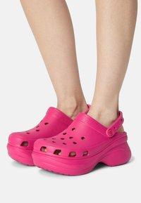 Crocs - CLASSIC BAE - Tresko - candy pink - 0