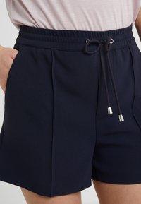 Filippa K - KELLY - Shorts - navy - 4