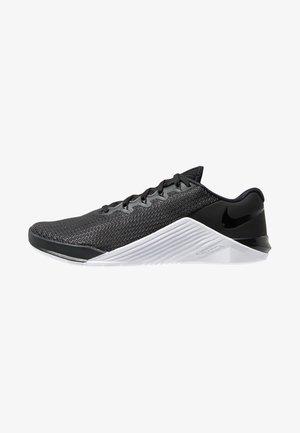 METCON 5 - Chaussures d'entraînement et de fitness - black/white/wolf grey