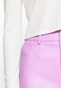 NA-KD - HIGH WAIST PANTS - Trousers - lilac - 3