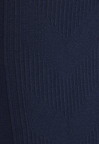 Hummel - SEAMLESS - Shorts - black iris - 3