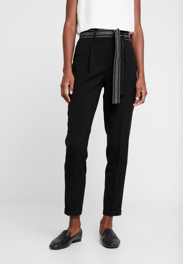 ENCHI STRIPE BELT - Spodnie materiałowe - black