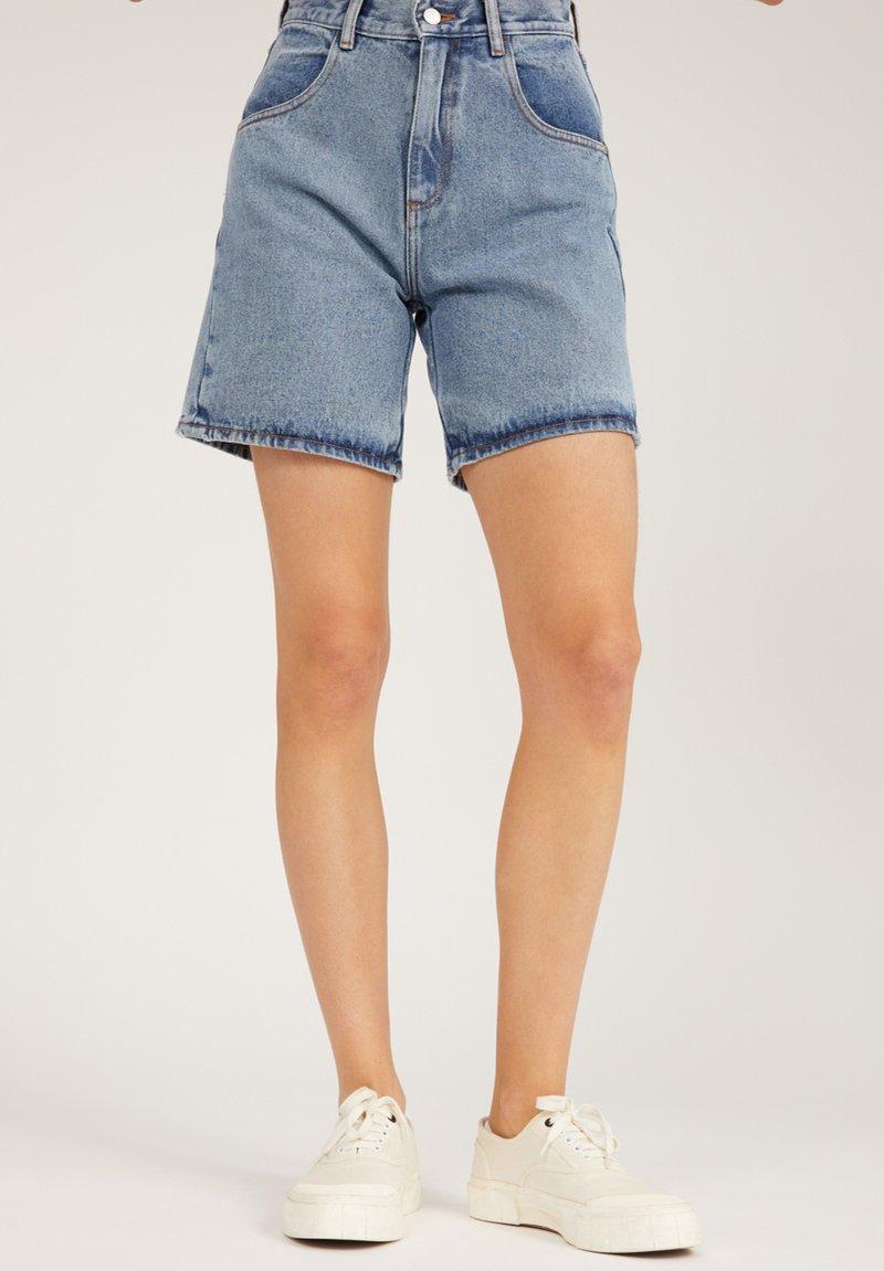 ARMEDANGELS - FREYMAA - Denim shorts - medium washed