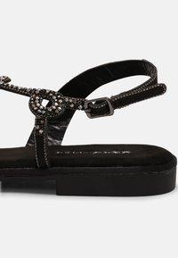 KHARISMA - T-bar sandals - nero - 5