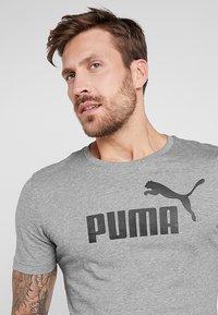 Puma - LOGO TEE - T-shirt imprimé - medium gray heather - 3