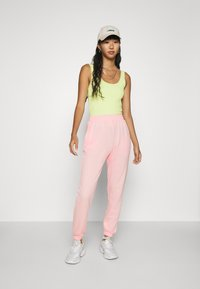 Missguided - BASIC JOGGERS 2 PACK - Tracksuit bottoms - pink/grey - 1