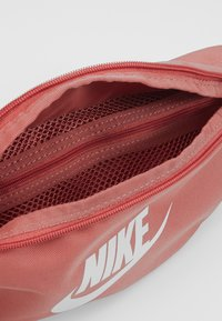 Nike Sportswear - NIKE HERITAGE - Bæltetasker - canyon pink/canyon pink/pale ivory - 4