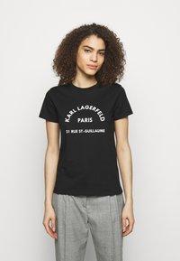 KARL LAGERFELD - ADDRESS LOGO TEE - T-shirt z nadrukiem - black - 0