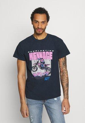 MENNACE MAD CITY - Print T-shirt - washed black