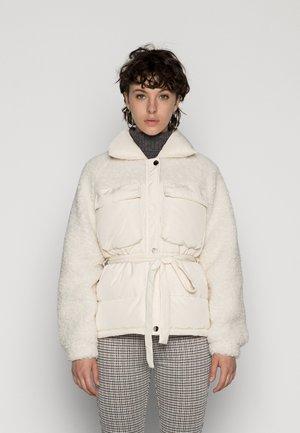 PCGIGI JACKET - Winter jacket - cloud dancer