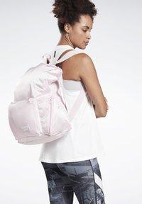 Reebok - ACTIVE ENHANCED BACKPACK - Sac à dos - pink - 0