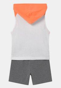 Nike Sportswear - NIGHT GAMES MUSCLE SET - Top - carbon heather - 1
